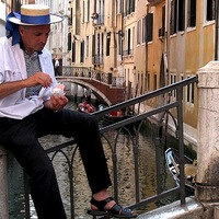 "Gondolier con gelato , by <a href=""http://www.flickr.com/photos/tdawson/237033872/"" target=""_blank"">Terry Dawson</a> on Flickr.com"
