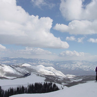 "Skiing in beautiful Utah, photo by <a href=""http://www.flickr.com/photos/37418034@N00/214149995/"" target=""_blank"">cedartones</a> on Flickr.com"