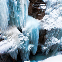 "Maligne Canyon, photo by <a href=""http://www.flickr.com/photos/michellerlee/6698733007/"" target=""_blank"">Michellerlee</a> on Flickr.com"